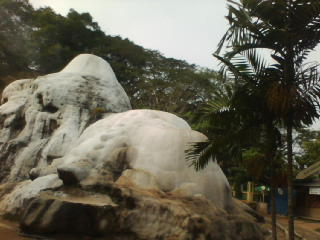 Gunung Kapur Ciseeng, Tempat Mandi Air Belerang